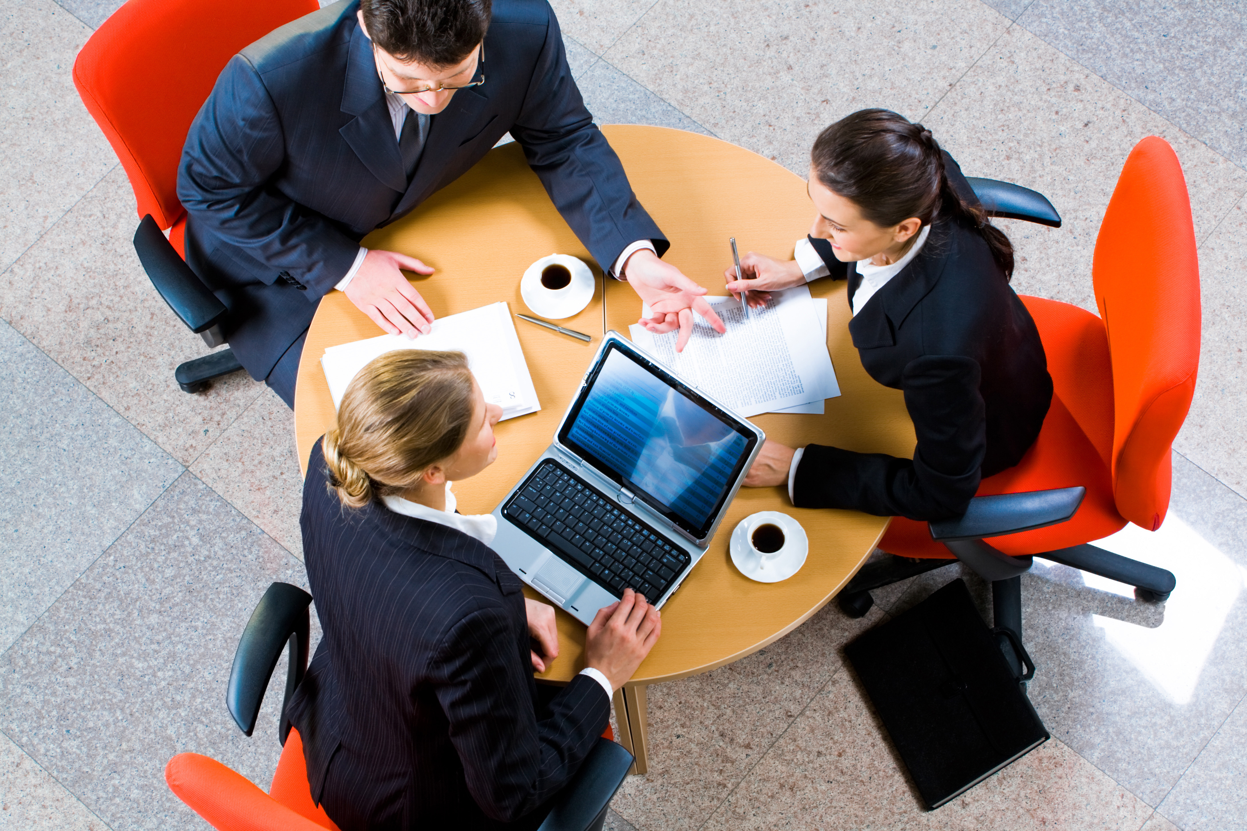 87% компаний используют три и более каналов для внутренних коммуникаций